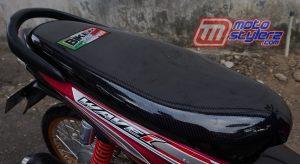 Modifikasi motor honda reabsolute revo 2009 Sukabumi : Jok-Dibungkus Tema Kevlar