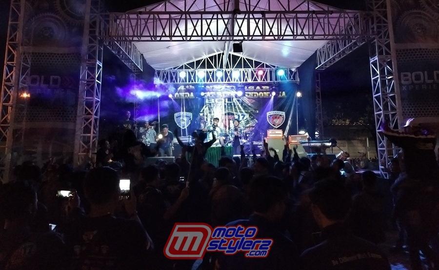 Entertaiment-Menghadirkan DJ Perform