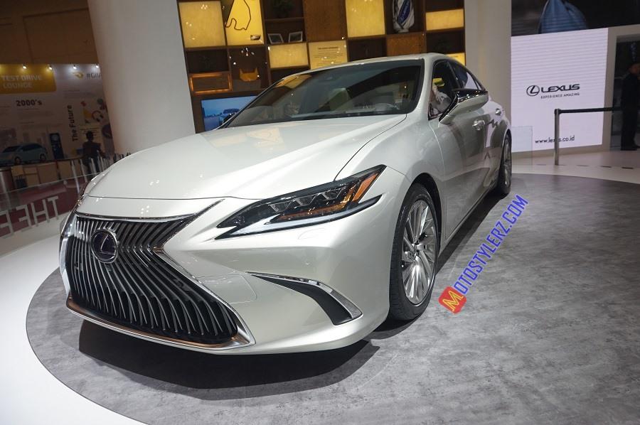 Lexus ES-Ditunjang Mesin Hybrid Electric Vehicle