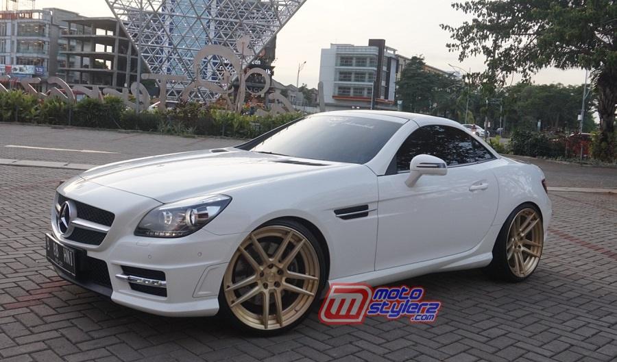 "Mercedes Benz SLK 250 ""2016 (Bekasi): Lebih Stylish, Kian Luxury"