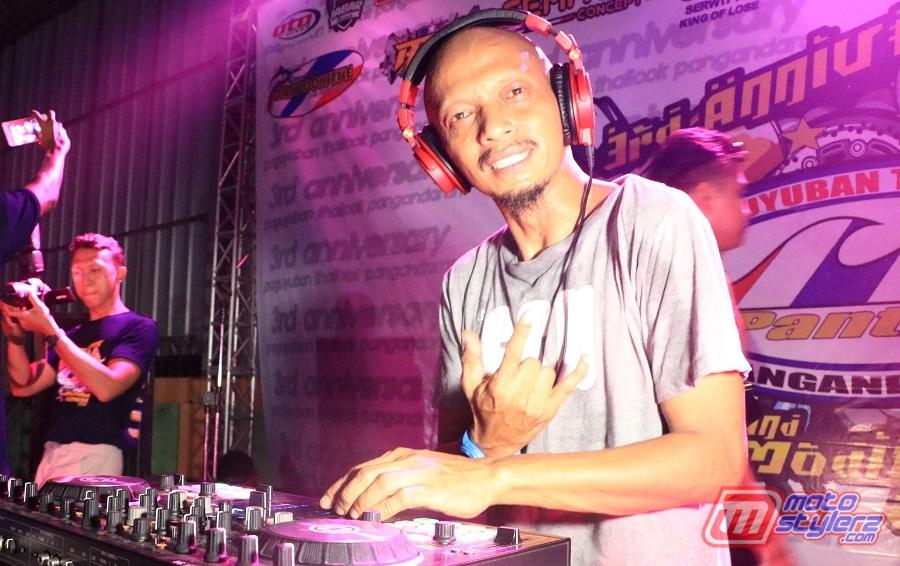 DJ Abah-Serukan Pengunjung Bareng Dugem Music