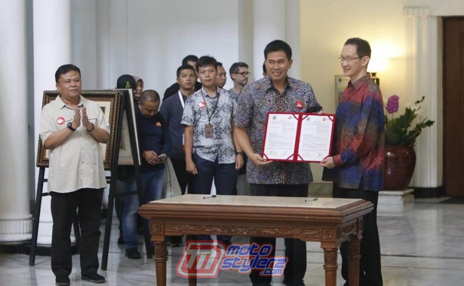 Kerjasama DAM & Pemprov Jabar - Dilakukan Oleh Krisgianto Lilikwarga (Direktur Utama PT. DAM)