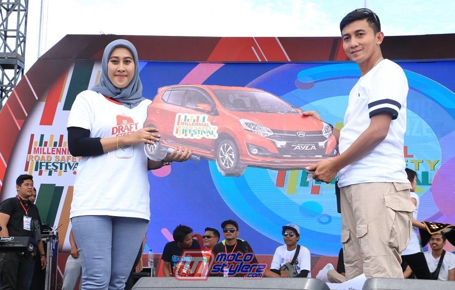 Uthi Rahmasari-Pemenang Doorprize Daihatsu Ayla