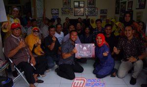 Aksi Peduli-Diserahkan Demmy Firmansyah (Promotion Dept Head PT DAM) Kepada Yayasan Pondok Lansia Tulus Kasih
