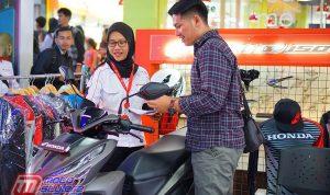 Sales Counter Menjelaskan Fitur & Keunggulan All New Honda Vario 150