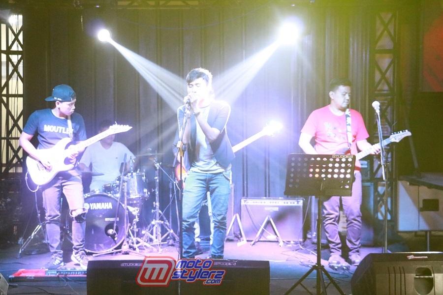 Band Perform-Manjakan Malming Seru Di Kampus Unigal