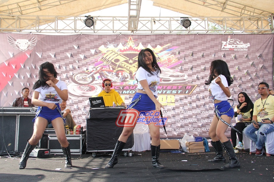 Entertaiment-Diserukan Kolaborasi DJ Perform Feat Sexy Dancer