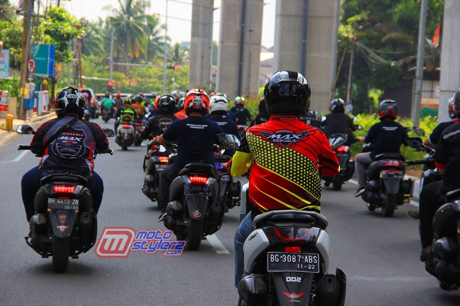 Rolling City-Diikuti Ratusan Bikers Yamaha