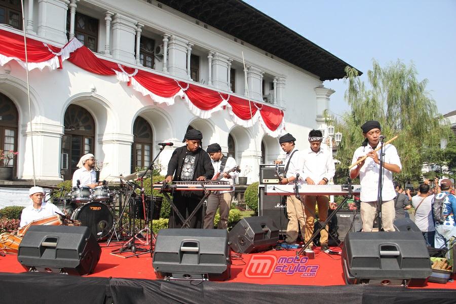 Hiburan-Menjadi Penyematan All Atlit PON Jawa Barat Bareng Nuansa Sunda