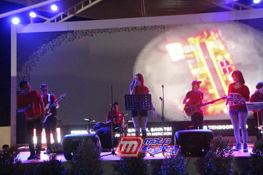 The Light Band-Manjakan Malming Di Kota Karawang