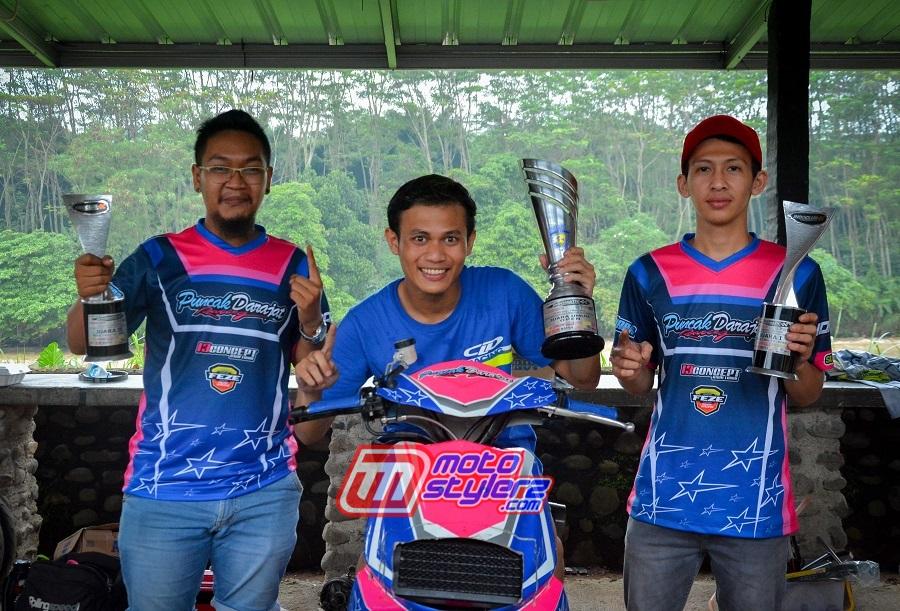 M. Akbar Didampingi Owner tim Azmi (Kiri) & Hilman Dari Feze Racing