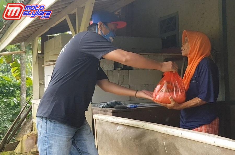 Om Boy (Boy Speed Shop-Menyerahkan Sembako Di Wilayah Jonggol
