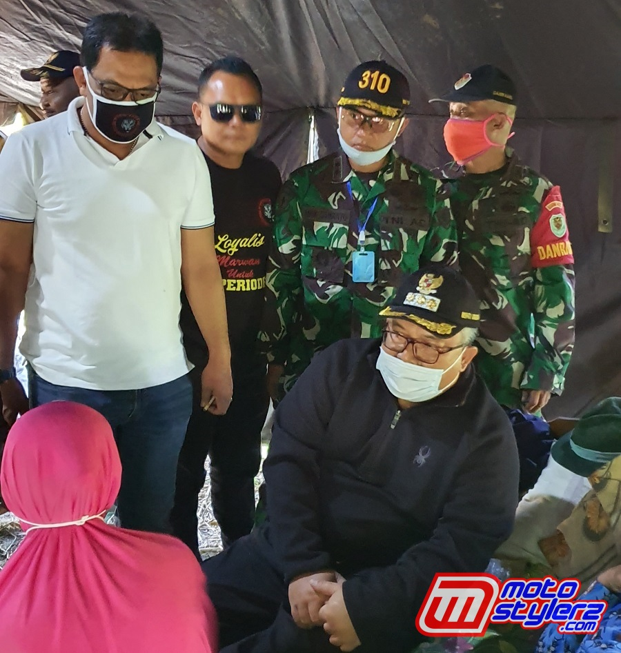 Bupati Sukabumi H. Marwan Hamami, Danyon 310 Kidang Kencana Letkol Inf Andik Siswanto & Danyon Armed 13 Cikembang Letkol Arm Micha Arruan Sedang Bincang Hangat Dengan Pemilik Rumah