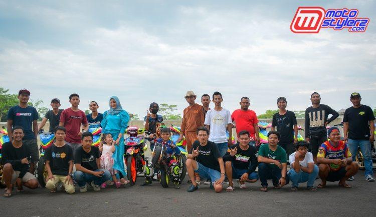 Skuad Ramona Jaya Motor Sport (Garut), Owner Yosep Septiadi (baju coklat)