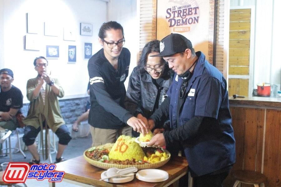 Aksi Potong Tumpeng-Jadi Puncak Perayaan SDI