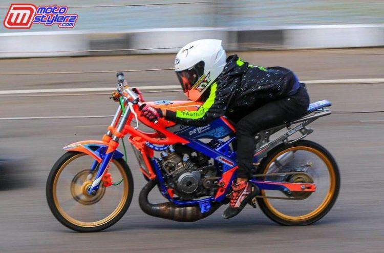 Aksi Arif Ucil di kelas Sport 2T 155cc Std Pemula Nasional