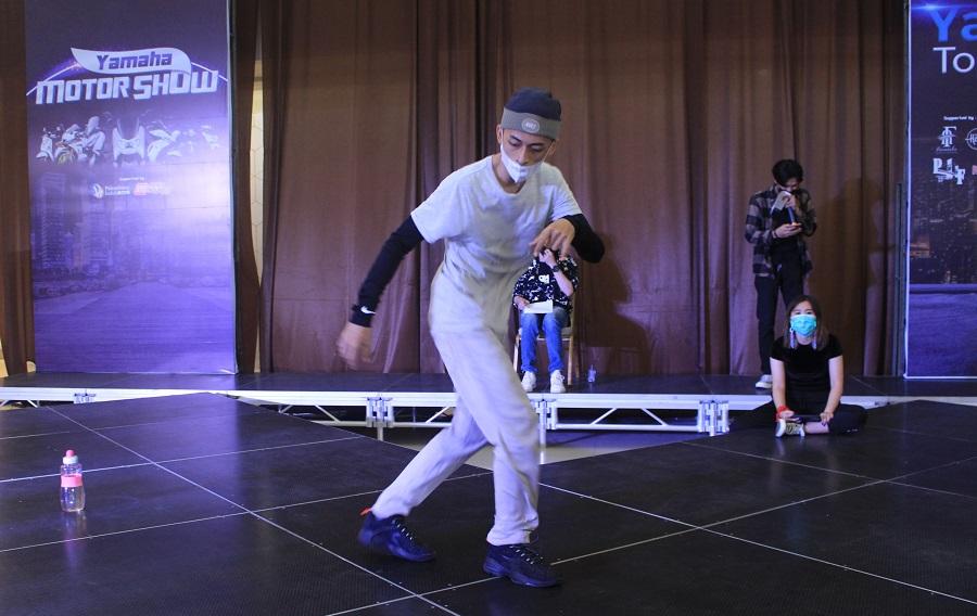 Battle Dance Competition-Perform Seru & Atraktif