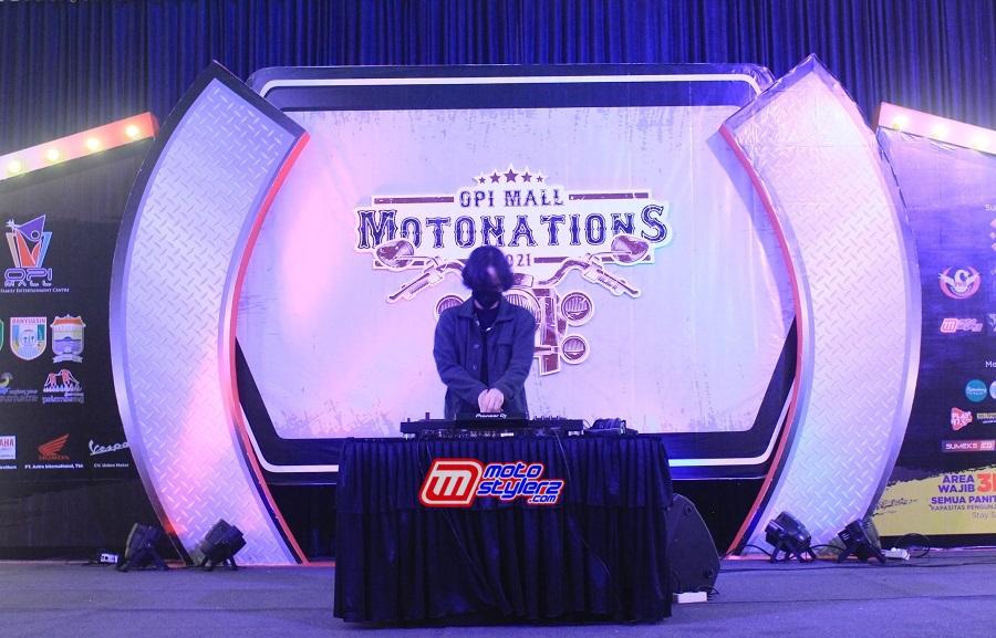 DJ Perform-Semangati Antusias Peserta OPI Mall Motonations